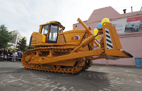ЧТЗ изготовил новый трактор Б11Э с электромеханической трансмиссией и дистанционным управлением