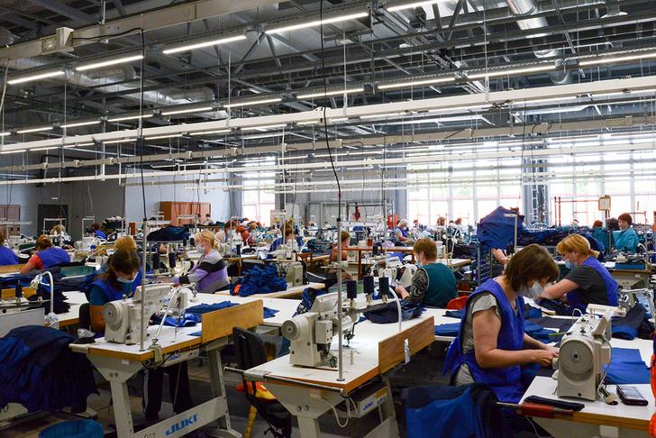 На фабрике под Смоленском состоялось открытие швейного цеха