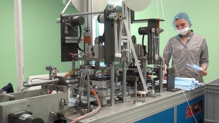 В Ярославской области запущен обновленный цех по производству халатов и медицинских масок