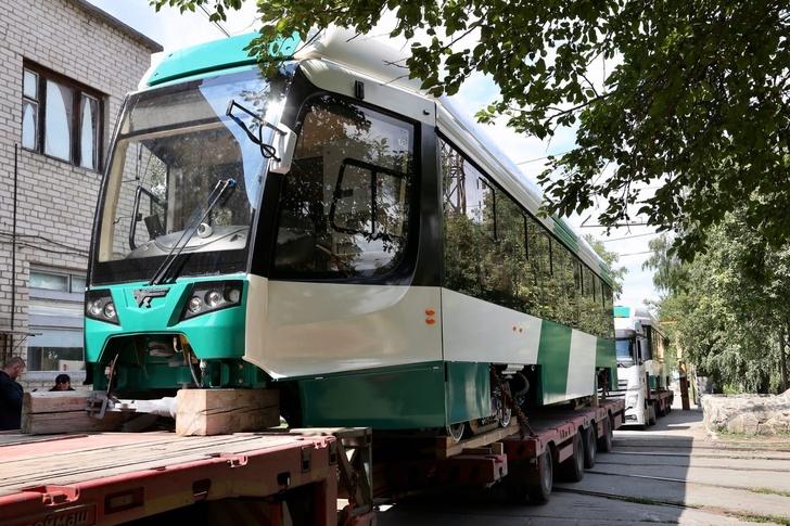 В Челябинск пришла первая партия новых трамваев