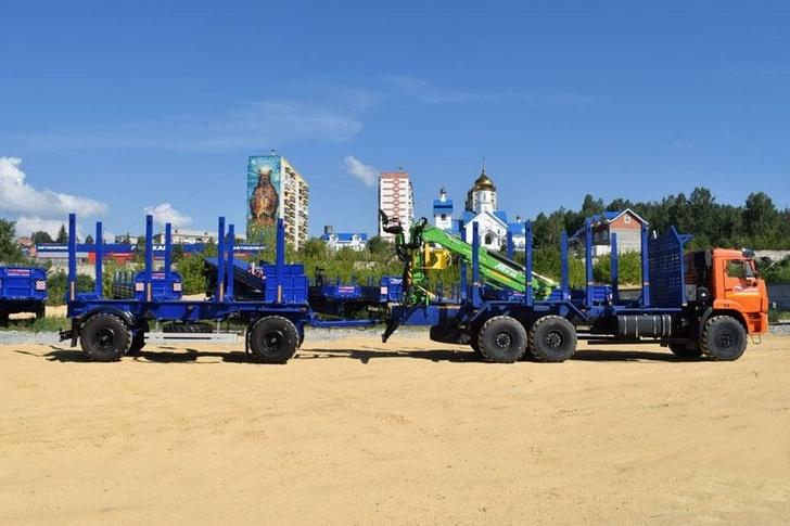 «Уральский завод спецтехники» выпустил новую модель автопоезда-лесовоза